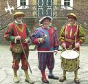Gallimarkt Herolde (ⅴ.l.n.r.) Helebardenträger Hans-Arno Loerts, Ausrufer Bodo Wolters, Trommler Franz Krämer. (Foto: Hermannda Wolters)