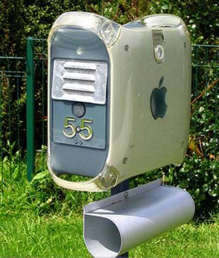 Briefkasten im Apple G4 - Design